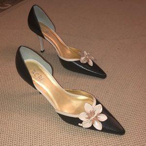 NWOB - BCBG embossed leather flowered heels